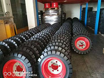 厦门市某粮油贸易有限公司采购前进牌实心轮胎