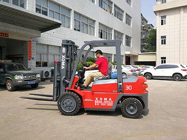 厦门某食品工业有限公司采购厦工3吨叉车壹台顺利交车