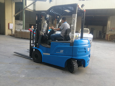 厦门某工贸有限公司采购比亚迪2.5吨叉车,已顺利交车使用