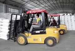 厦工3吨叉车服务物流仓库施工作业