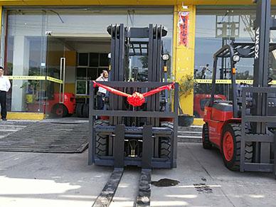 漳州石材公司用完厦工叉车觉得很好用又陆续采购