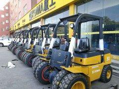 国外客户定制厦工多款黄色叉车装柜发货