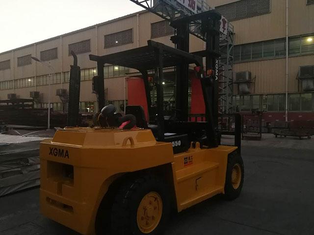 厦门某码头有限公司采购厦工5吨内燃平衡重式叉车