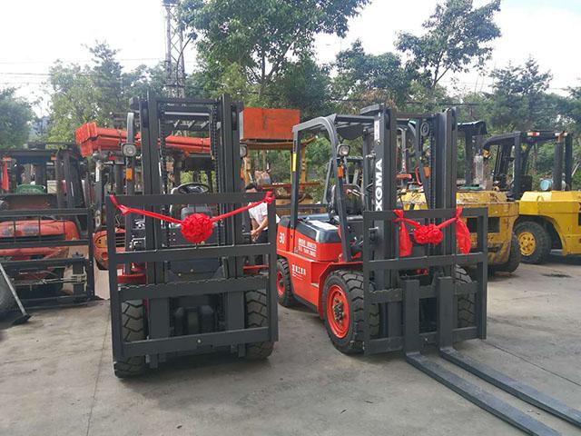 工业集中区某机械电子有限公司采购两台厦工叉车