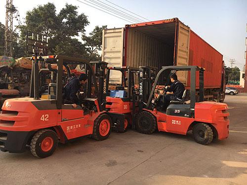 出口到非洲外贸实拍厦工E系3吨叉车装箱