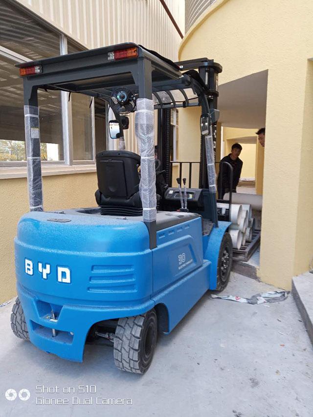 某管业(漳州)有限公司采购比亚迪3吨电动叉车