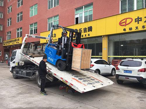 厦门电动叉车公司,销售比亚迪电动叉车2.5吨一台