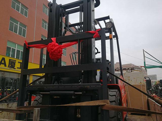 厦门电动叉车公司,销售厦工3吨电动叉车一台