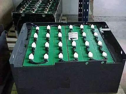 锂电池的好处在于:充电速度快,循环充电次数较多,无需维护保养.