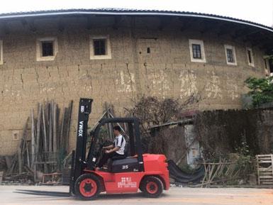 龙岩润丰水泥采购一台厦工叉车3.5吨顺利交车
