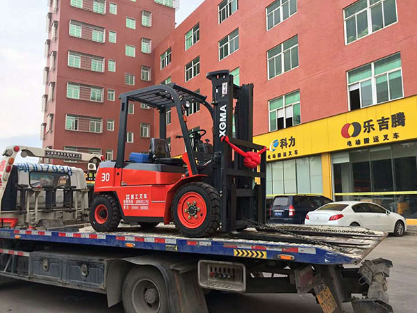 厦门某化工有限公司采购壹台厦工3吨叉车顺利交车