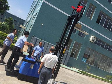 厦门某包装工厂采购科力前移式电动叉车
