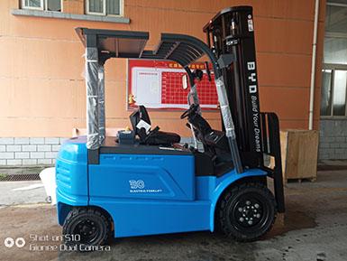 福州某钢琴股份有限公司采购比亚迪3吨电动平衡重式叉车现已顺利交车