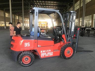 厦门某机械加工厂采购厦工CPCD35平衡重式叉车