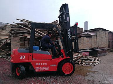 感谢集美木材公司再次采购厦工平衡重式叉车壹台