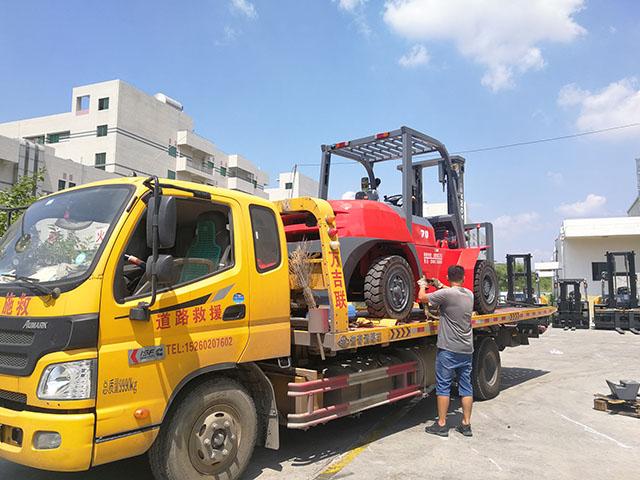 厦门某物流公司采购厦工7吨内燃叉车已经顺利交车