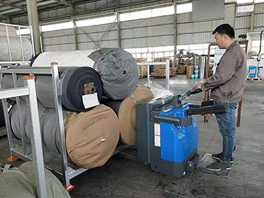 厦门某皮革公司采购2吨电动托盘搬运车