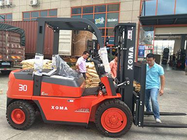 3吨柴油内燃平衡重叉车,物料搬运的好帮手